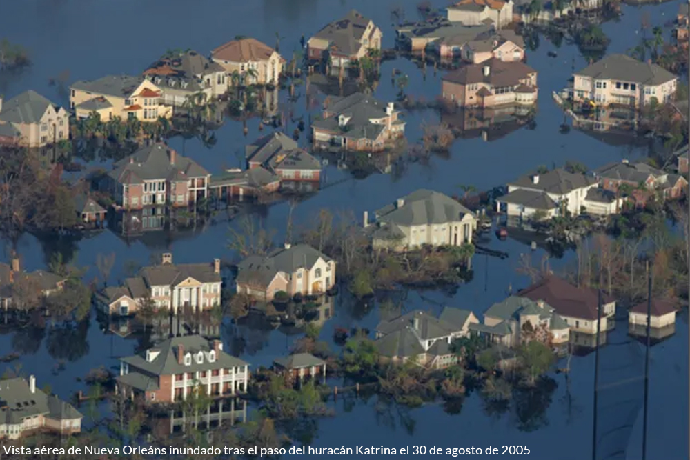 Centro de New Orleans luego de la inundaci+on por el huracan katrina 2005